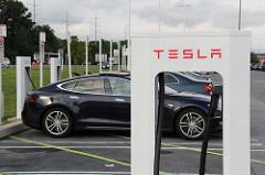 Tesla Charging Station https://flic.kr/p/fiP1LH
